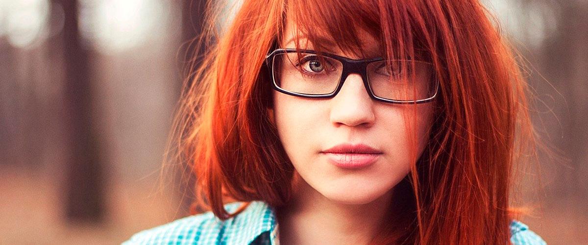 beautiful-girl-redhead-model-glasses-2560×1600